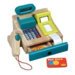 Tolle Spielkasse aus Holz mit integriertem Taschenrechner mit Sound, Bonrolle, Scanner, Geldstücke + Kreditkarte (ab 3 Jahre) - 1